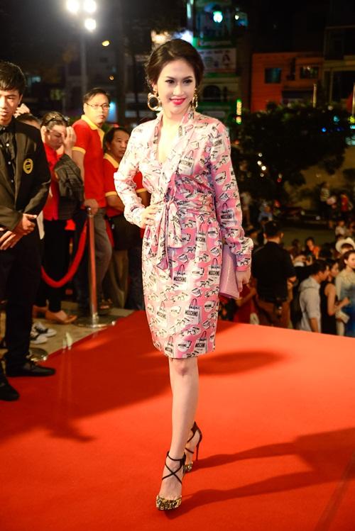 """nha phuong, tran thanh """"le bong"""" tren tham do vtv awards - 17"""