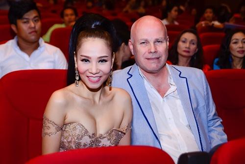 """nha phuong, tran thanh """"le bong"""" tren tham do vtv awards - 4"""