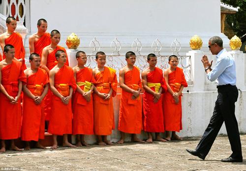 tong thong obama dao pho, uong nuoc dua o lao - 6