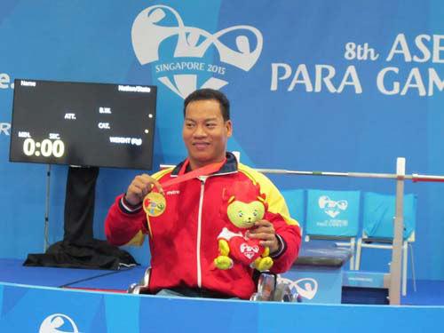 ky tich le van cong: ky luc the gioi, hcv paralympic - 1