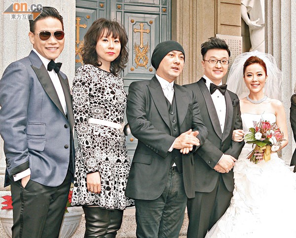 lay chong dai gia, mc hongkong mot nam 3 lan bi duoi khoi nha - 3