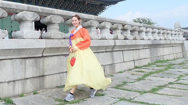 minh hang gay tranh cai khi dien hanbok voi giay the thao - 4