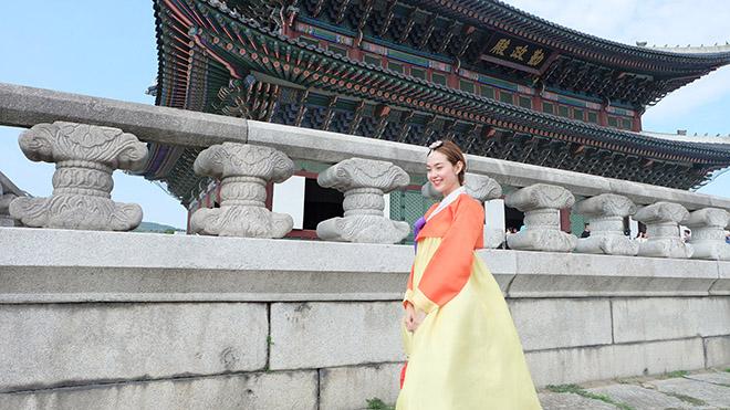 minh hang gay tranh cai khi dien hanbok voi giay the thao - 7