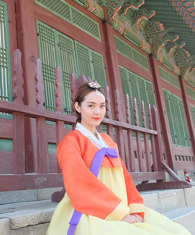 minh hang gay tranh cai khi dien hanbok voi giay the thao - 8