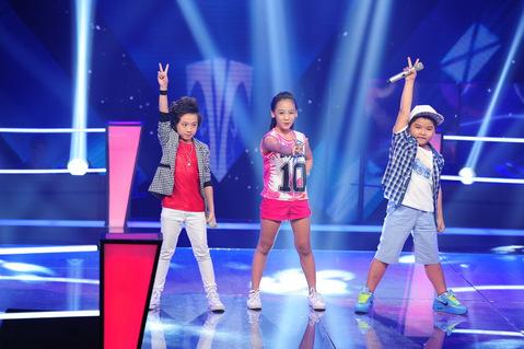 "tv show tuan qua: bang kieu thay thi sinh ""mat dan"", tran thanh bi ""nem da"" tai vtv awards - 2"