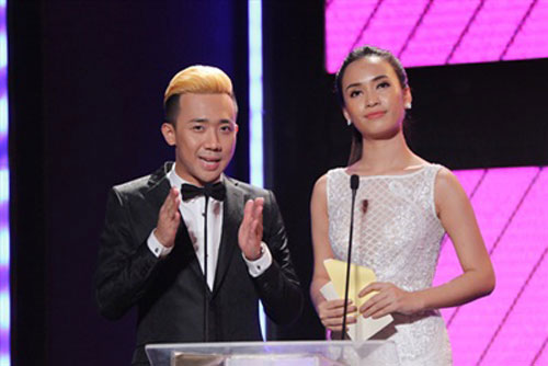 "tv show tuan qua: bang kieu thay thi sinh ""mat dan"", tran thanh bi ""nem da"" tai vtv awards - 6"