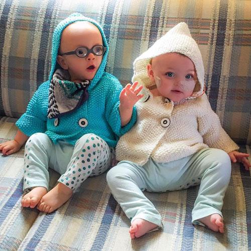 Cặp song sinh đẻ non 23 tuần bé bằng chai nước sống sót kỳ diệu-9