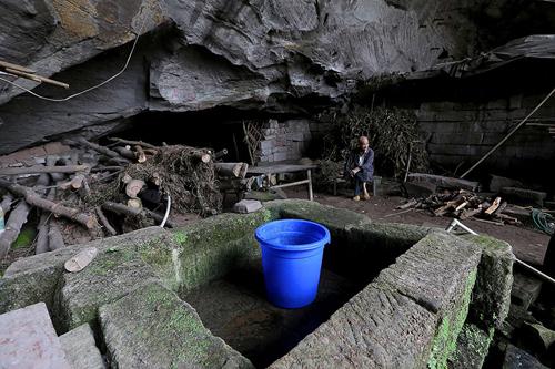can nha hanh phuc trong hang da suot 54 nam cua cap vo chong gia - 5