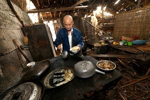 can nha hanh phuc trong hang da suot 54 nam cua cap vo chong gia - 6