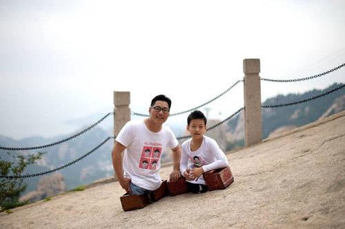 Cậu bé 11 tuổi không chân cùng thầy leo núi cao 1132m truyền cảm hứng dân mạng-4