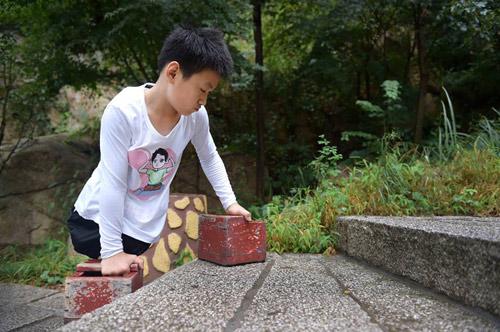 cau be 11 tuoi khong chan cung thay leo nui cao 1132m truyen cam hung dan mang - 5