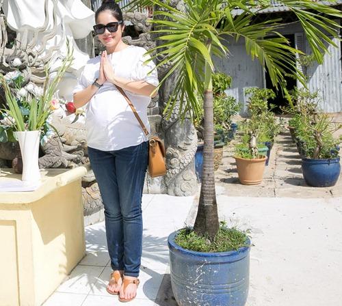 Dương Cẩm Lynh che khéo bụng bầu 8 tháng với áo rộng-2