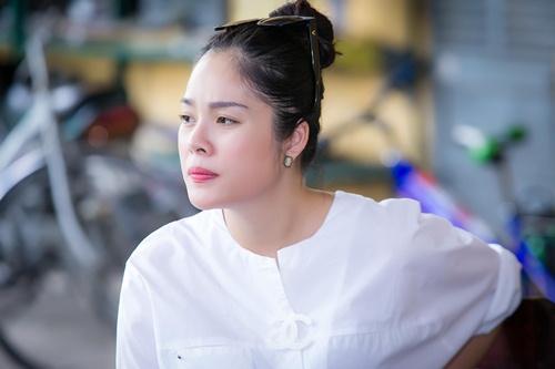 Dương Cẩm Lynh che khéo bụng bầu 8 tháng với áo rộng-4