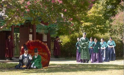 may hoa anh trang tap 8: hoa ra park bo gum da biet kim yoo jung la gai gia trai - 5