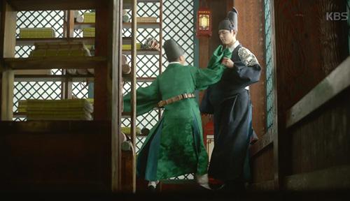may hoa anh trang tap 8: hoa ra park bo gum da biet kim yoo jung la gai gia trai - 6