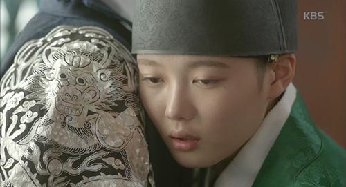 may hoa anh trang tap 8: hoa ra park bo gum da biet kim yoo jung la gai gia trai - 7