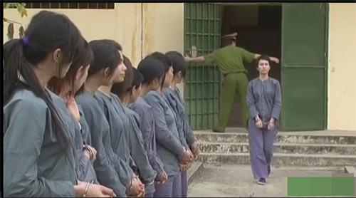 "sau 7 nam, dan dien vien chinh ""13 nu tu"" vui  ve ngay tai ngo - 1"