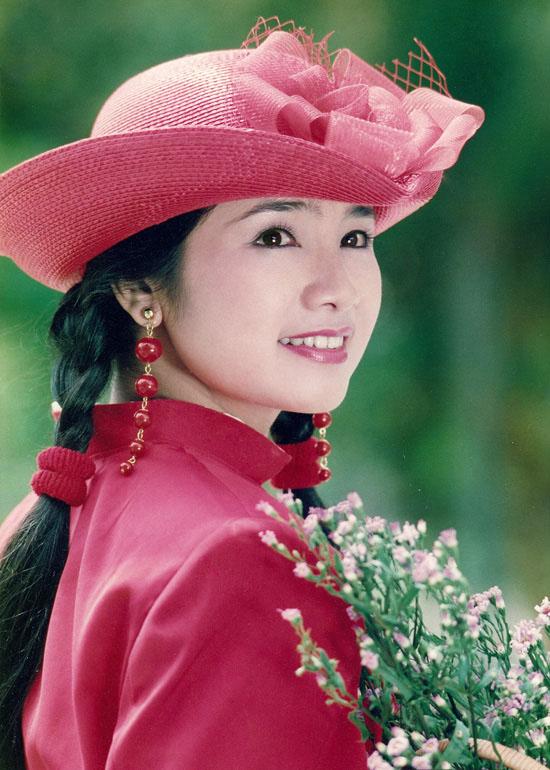Thời trang sao Việt xưa: Lá ngọc cành vàng từng làm khán giả chao đảo 20 năm trước-11