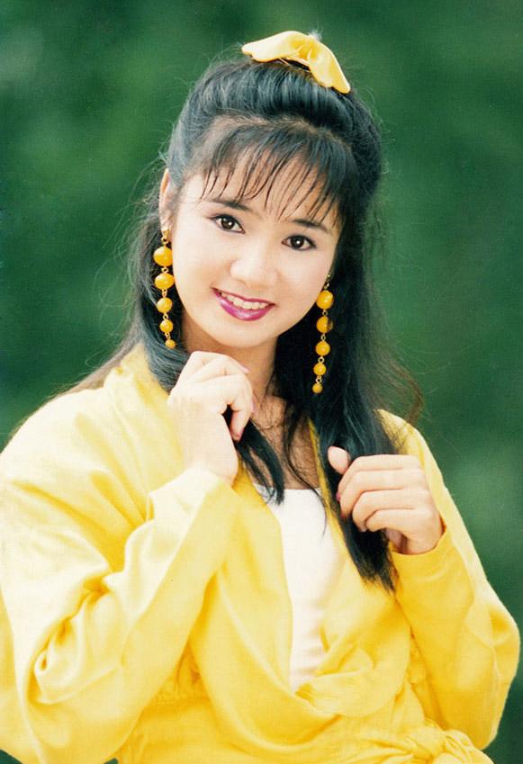 Thời trang sao Việt xưa: Lá ngọc cành vàng từng làm khán giả chao đảo 20 năm trước-10