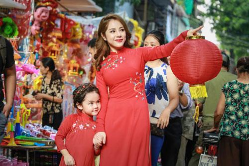 mc bach lan phuong mac do doi voi con gai nho dao pho trung thu - 12