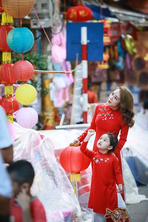 mc bach lan phuong mac do doi voi con gai nho dao pho trung thu - 13