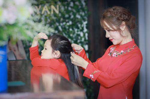 mc bach lan phuong mac do doi voi con gai nho dao pho trung thu - 2