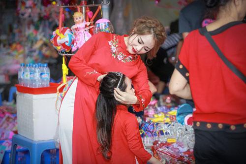 mc bach lan phuong mac do doi voi con gai nho dao pho trung thu - 4