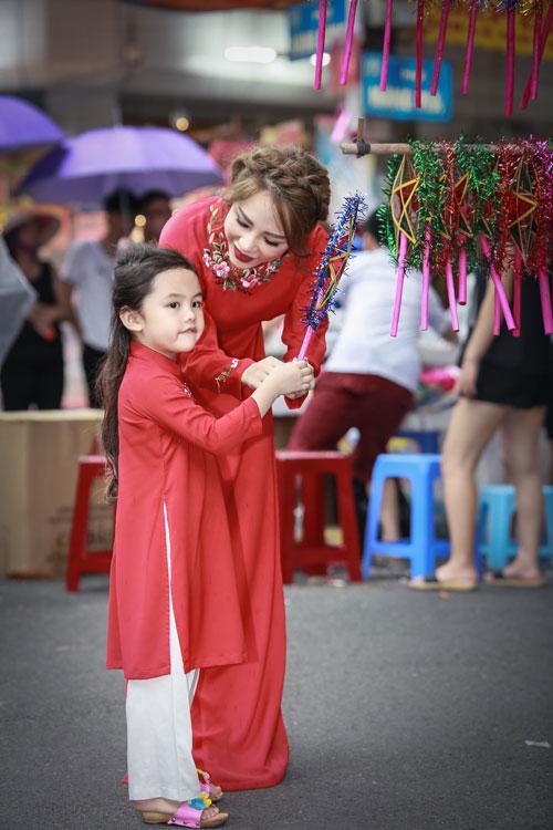 mc bach lan phuong mac do doi voi con gai nho dao pho trung thu - 6