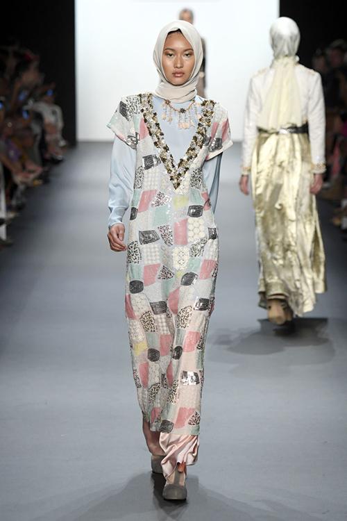 ntk hoi giao dau tien trinh dien trang phuc trum dau tai new york fashion week - 5