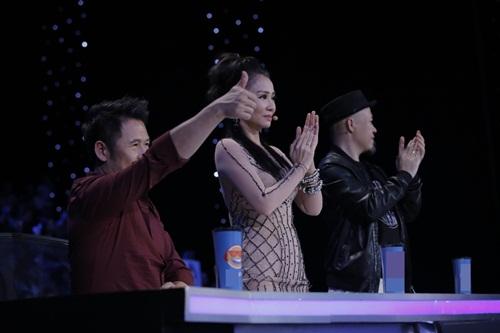 """vietnam idol: thu minh hon nam thi sinh vi ban """"quoc ca danh cho ca si"""" - 4"""