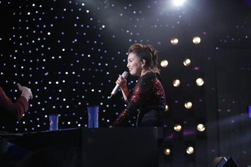 """vietnam idol: thu minh hon nam thi sinh vi ban """"quoc ca danh cho ca si"""" - 12"""