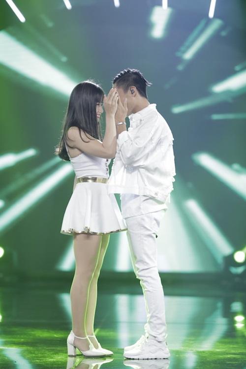 """vietnam idol: thu minh hon nam thi sinh vi ban """"quoc ca danh cho ca si"""" - 7"""