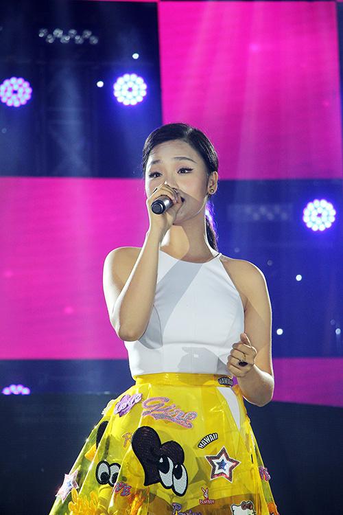 """dong nhi goi cam giua dan """"ga cung"""" trong liveshow o da nang - 8"""