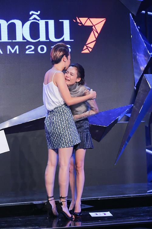 vietnam's next top model: fung la khoc vat va khi thuy tram bi loai - 3