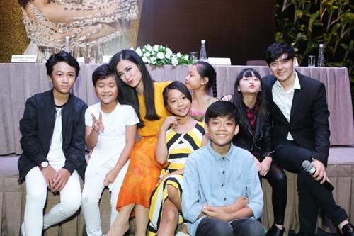 dong nhi lam liveshow dau tien sau 8 nam vao showbiz - 8