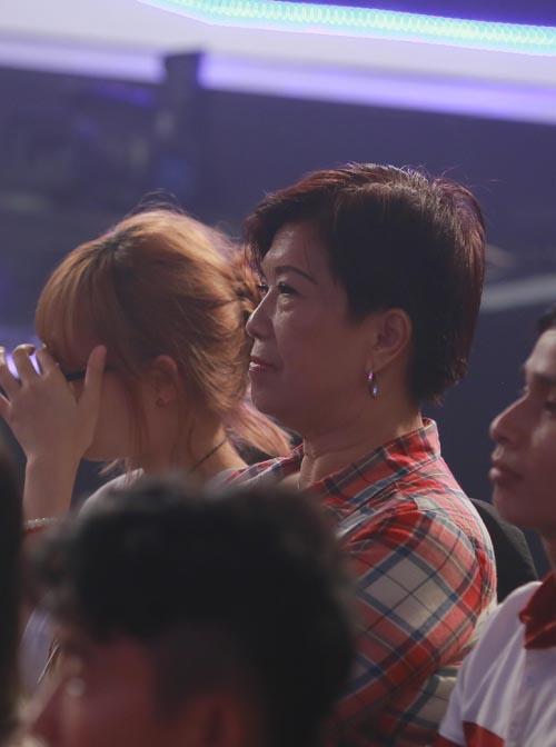 """nguoi nghe si da tai: me hung thuan bat khoc khi xem con trai dien lai """"dat phuong nam"""" - 6"""