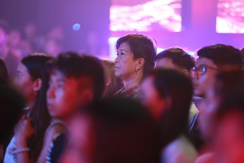 """nguoi nghe si da tai: me hung thuan bat khoc khi xem con trai dien lai """"dat phuong nam"""" - 7"""