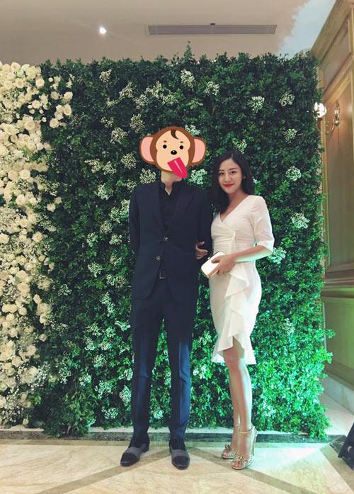 "van mai huong khoe hoa va iphone 7 moi ""dap hop"" ban trai tang - 2"