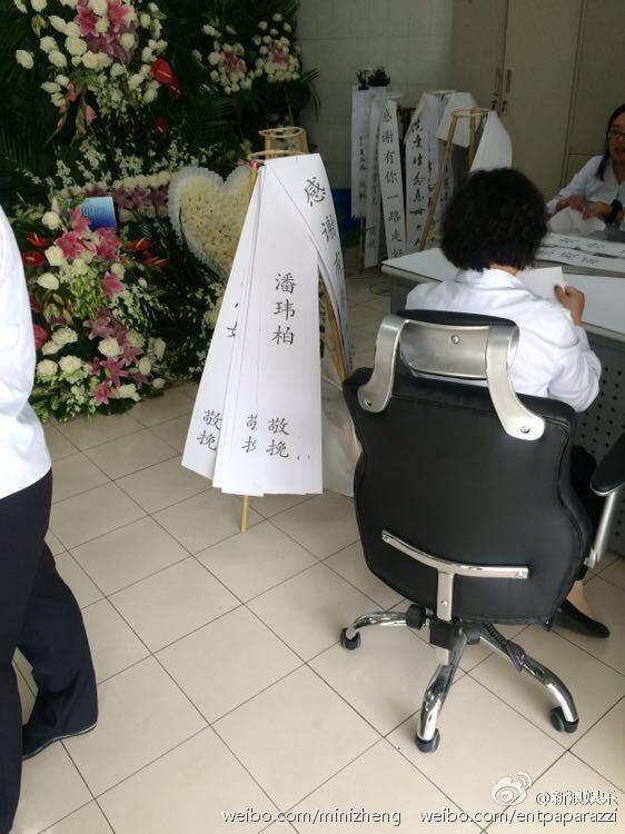 dam tang kieu nham luong ngap tran hoa hong trong nha tang le - 5