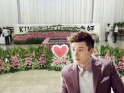Làng sao - Đám tang Kiều Nhậm Lương ngập tràn hoa hồng trong nhà tang lễ
