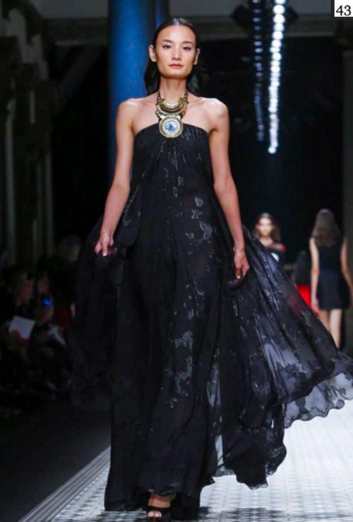 le thuy va trang pham lam nen lich su tai milan fashion week - 4