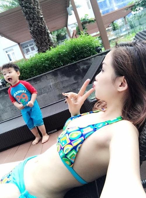 """mac biniki khoe than hinh muot mat, diem huong duoc con trai 20 thang tuoi khen """"dep"""" - 3"""