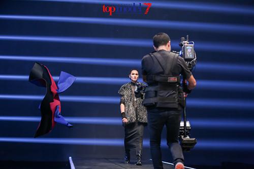 chi cao 1m54, fung la van di thang vao chung ket vietnam's next top model - 14