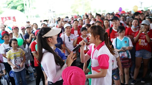 hari won tuoi tan chay bo va mua hat giua nghin nguoi - 12