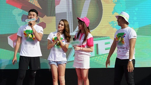 hari won tuoi tan chay bo va mua hat giua nghin nguoi - 8