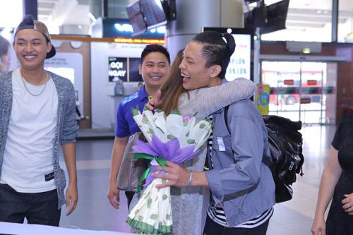 vietnam idol: nguoi dep philippines bat khoc khi ve ben me chong viet - 9