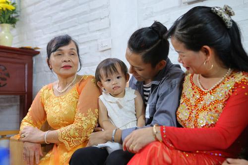 vietnam idol: nguoi dep philippines bat khoc khi ve ben me chong viet - 11