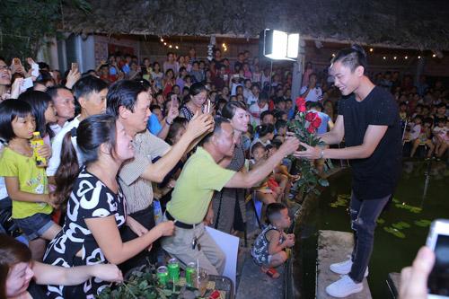 vietnam idol: nguoi dep philippines bat khoc khi ve ben me chong viet - 18