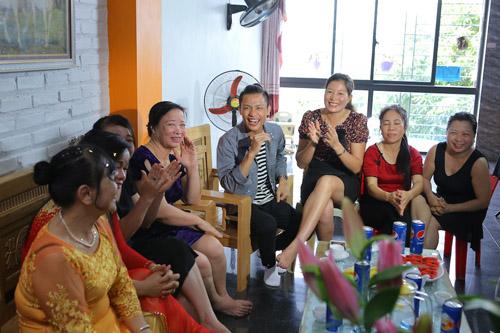 vietnam idol: nguoi dep philippines bat khoc khi ve ben me chong viet - 10