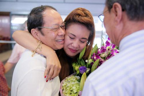 vietnam idol: nguoi dep philippines bat khoc khi ve ben me chong viet - 4